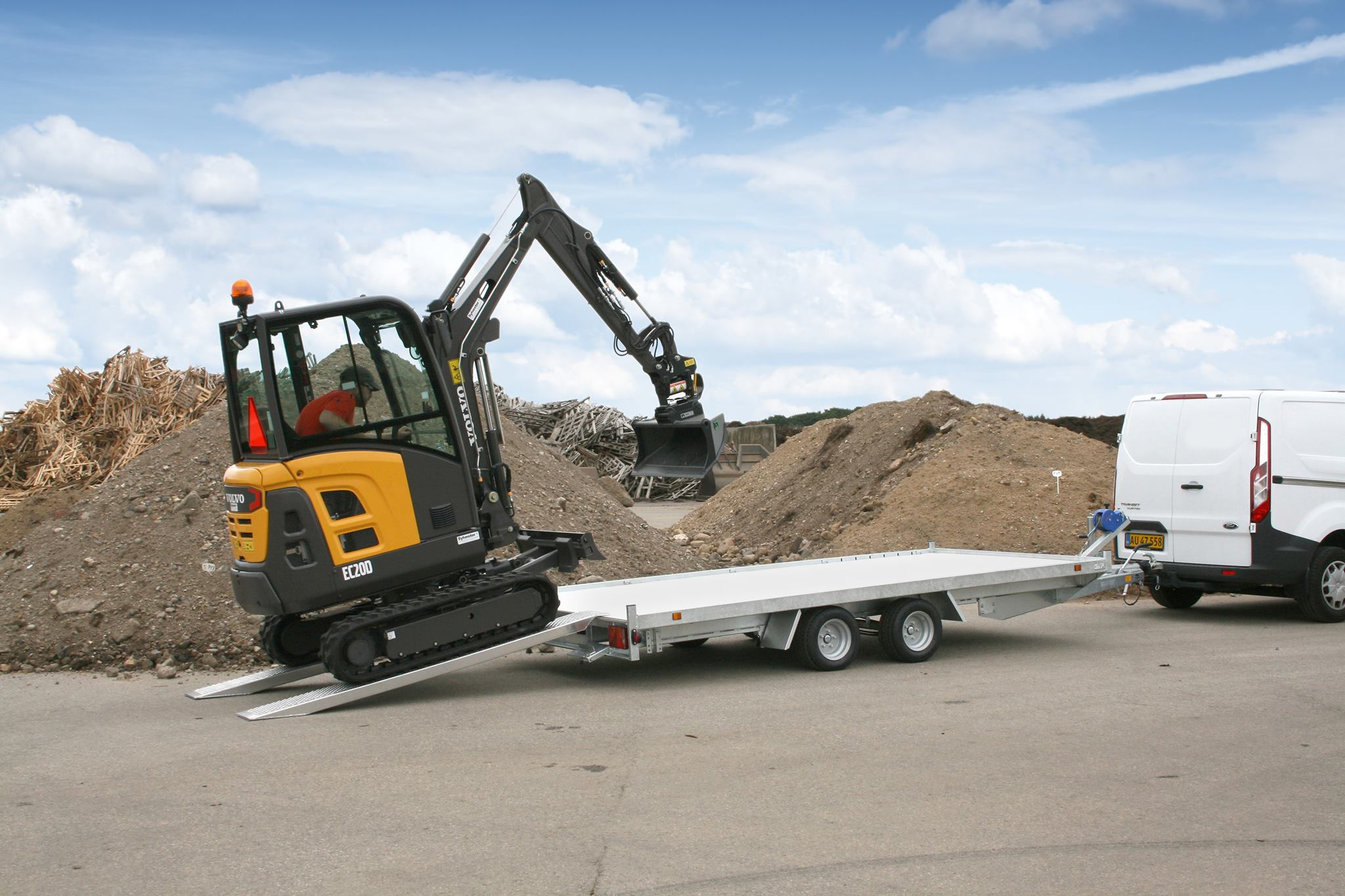 Machine-transporter-trailer-Volvo EC20D - Mini Excavator
